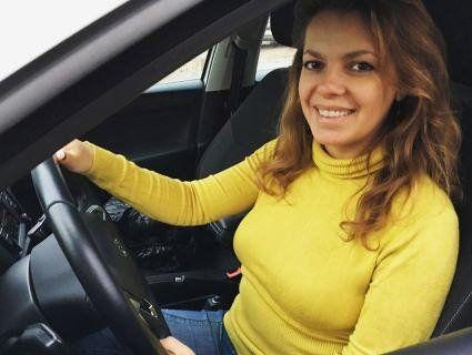 Допомагає жінкам долати страхи, пов'язані з керуванням авто