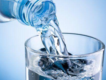 Чим небезпечна вода у пластикових пляшках?