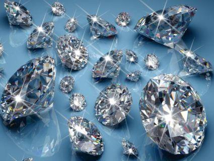 Жінка випадково викинула в смітник діамантів та прикрас на 100 тисяч