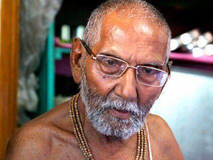 120-річний монах стверджує, що незайманий