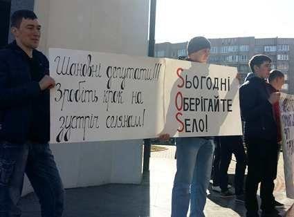 Жителі волинського села вимагають у депутатів відремонтувати дорогу (фото)