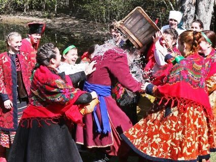 Українці святкують Поливальний понеділок