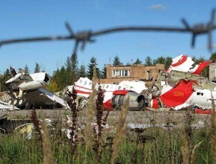 Смоленська катастрофа: тіла випадали з літака після вибухів