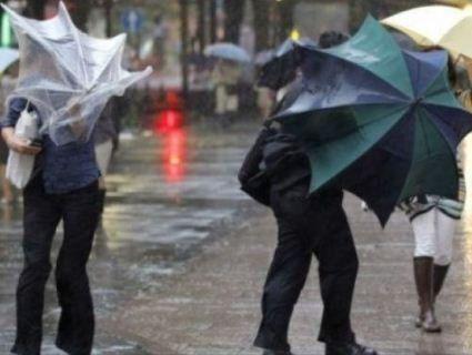 Волинян попереджають про сильні грози та буревії
