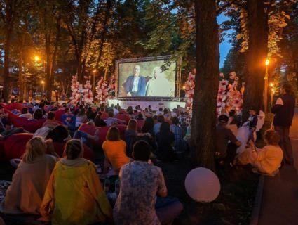 Кіно під відкритим небом показуватимуть у Центральному парку Луцька