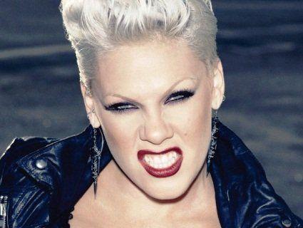 Найкрасивішою жінкою у світі назвали екстравагантну співачку Пінк