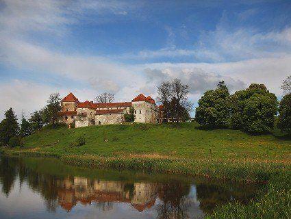 Куди поїхати на вихідні: замки та палаци України