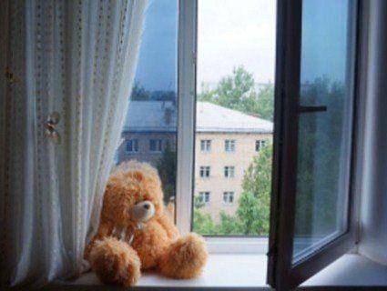 На Одещині дитина випала з п'ятого поверху і вижила