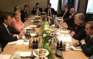 Про що мають домовитися під час переговорів Порошенко, Макрон та Меркель?
