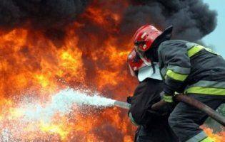 Чоловік, через конфлікт з продавщицею, підпалив її у кіоску
