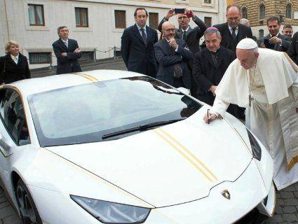 Папа Римський розпродає свій автопарк
