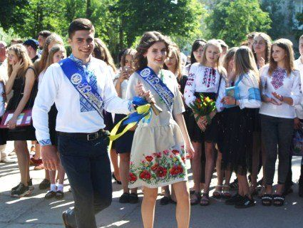 У школах Луцька пролунав останній дзвоник (фото)