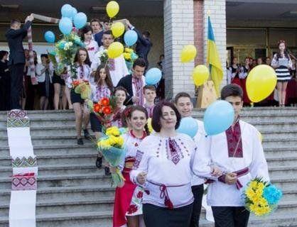 Свято останнього дзвоника: українські випускники-2018 (фото)