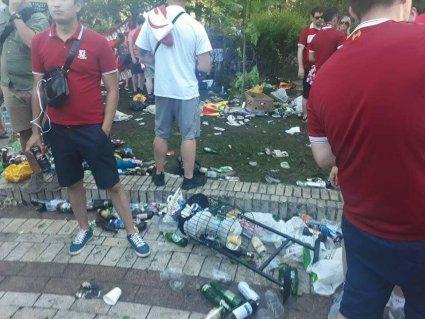 Британські фанати перетворили парк Шевченка на смітник (фото)