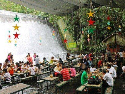 Ресторан у водопаді