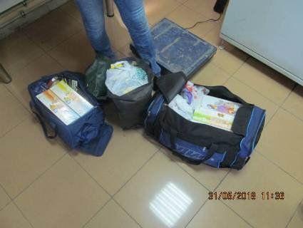 Контрабандистка пронесла через кордон 500 пачок кальяну «для синочка»