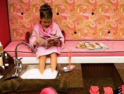 Сік у бокалах та маски для обличчя: у Нью-Йорку відкрили спа-салон для дівчаток (фото)