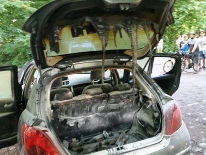 Вистачило клепки: поляк поклав розпечений мангал до багажника і далеко не заїхав