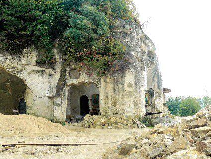 Англійський замок і монастир у скелі: топ-5 незвичайних турів Україною