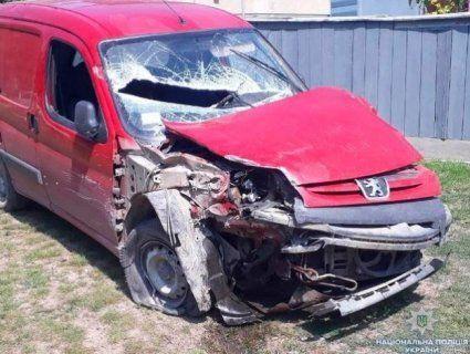 23-річний п'яничка вкрав авто, розбив його та втік з місця аварії