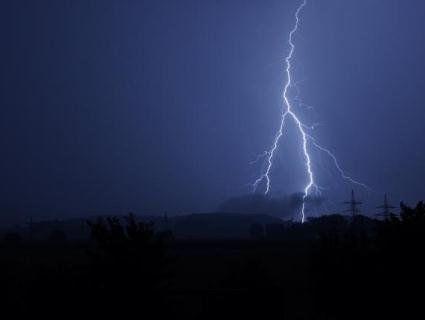 Нічна гроза лишила без електрики 129 населених пунктів в п'яти областях