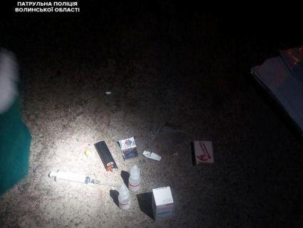 «Асорті»: у Луцьку піймали наркоманку зі шприцом, колесами, краплями, порошком і канабісом