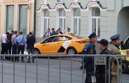 У Москві таксі в'їхало в натовп, серед постраждалих — українець (фото, відео)
