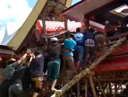 В Індонезії чоловіка вбила домовина матері