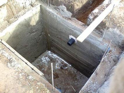 На Львівщині батько із сином загинули у вигрібній ямі