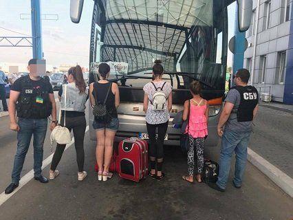 На кордоні з Польщею затримали торговців жінками