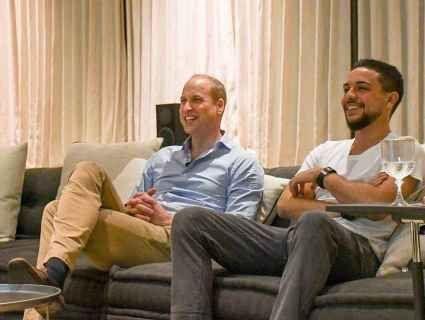 Британський і йорданський принци разом подивилися футбол на велетенському «телику»