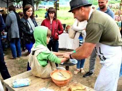 Автентичні майстри на фестивалі «Княжий» демонстрували своє вміння та вчили гостей (фото)