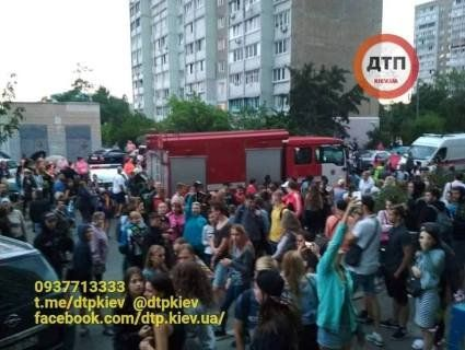 «Нерозділене кохання»: у Києві підлітків зняли з даху багатоповерхівки