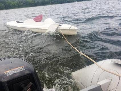 «Мокра романтика»: на Хмельниччині рятували пару, яка перевернулася на байдарці