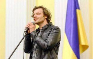 Популярний співак заспівав «Вовчицю» Олега Винника французькою (відео)