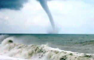 Ще одне торнадо зафільмували у Запорізькій області (відео)
