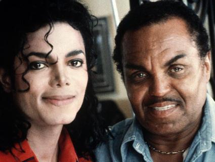 Батько Майкла Джексона кастрував сина заради високого голосу?