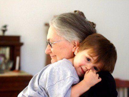 Батьки на заробітках: чи можна їх замінити