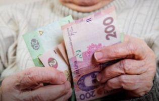 Гройсман пригрозив керівництву Пенсійного фонду службовим розслідуванням через затримку виплат пенсій