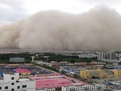 Апокаліптична піщана буря поглинула китайське місто за лічені хвилини (відео)