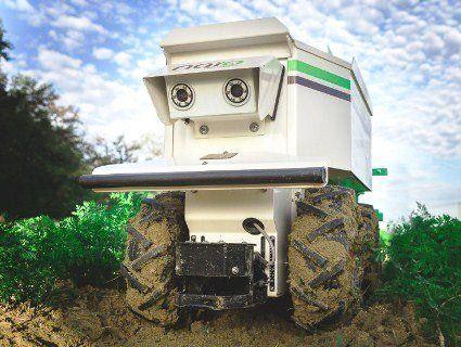 Робот сапає буряки і пасе худобу