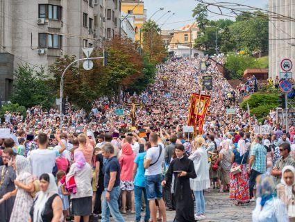 Ціна питання Хресної ходи або як в Києві людям «віддячував» Московський патріархат (відео)