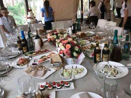 Весілля у елітному ресторані на Волині закінчилося масовим отруєнням гостей: подробиці від потерпілих (фото)