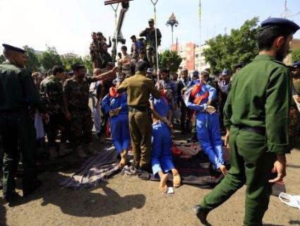 В Ємені публічно розстріляли і підняли в петлі педофілів, які замучили 10-річного хлопчика