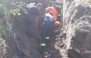На Київщині комунальників засипало в котловані піском. Є жертви
