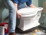Ображений бойфренд після розставання з дівчиною забрав із собою туалет