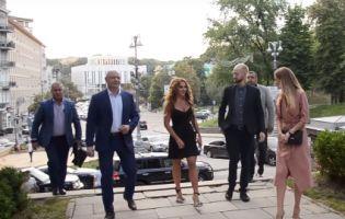 Оксану Марченко прогнали коридором ганьби, але в неї знайшлися і фанати (відео)
