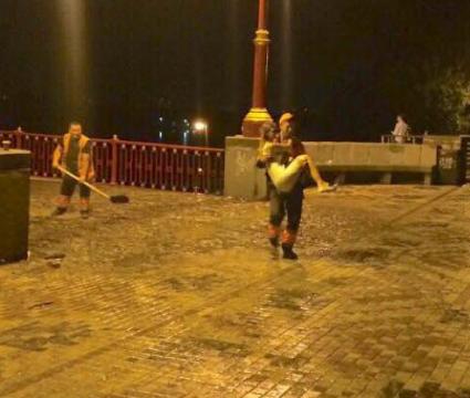 Романтичні комунальники в Києві відновили віру в лицарів
