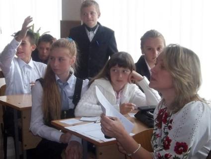 На Рівненщині голодування оголосила вчителька, яку несправедливо звільнили