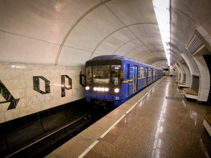 У Києві п'яна дівчина кинулась під поїзд